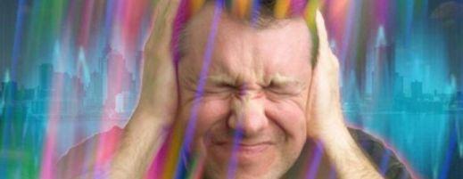 Почему ощущается вибрация в голове?